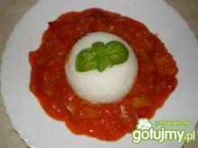 Ryż z sosem słodko-kwaśnym.