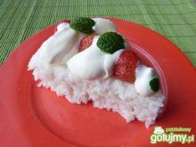 Ryż z truskawkami i bitą śmietaną