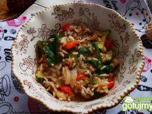 Ryż z tuńczykiem i warzywami z patelni
