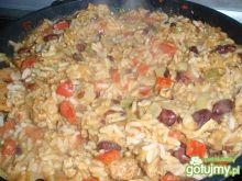 Ryżowa patelnia z kurczakiem i warzywami