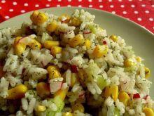 Ryżowa sałatka z rzodkiewką, kukurydzą i koperkiem