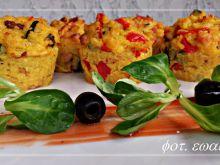 Ryżowe babeczki z boczkiem, cukinią i papryką