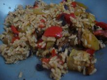 Ryżowe danie z cukinią w tle