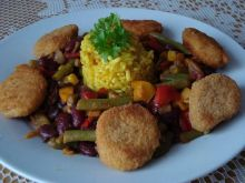 Ryzowy domek z warzywami i kurczakiem