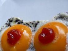 Sadzone jaja w ciapki