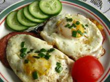 Sadzone jajko z dodatkami