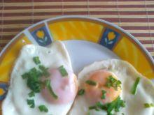 Sadzone jajko ze szczypiorem