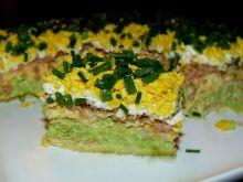 Sałata brokułowo-serowa z tuńczykiem na krakersach