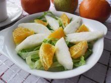 Sałata lodowa z gruszką i pomarańczą