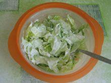 Sałata lodowa z jogurtem greckim