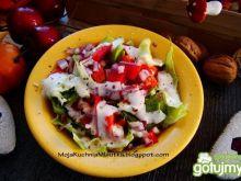 Sałata obiadowa z śmietaną i pomidorem