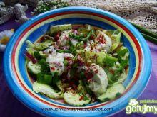 Sałata obiadowa z sosem czosnkowym
