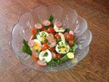 Sałata rzymska z jajkiem i kiełbasą