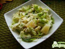 Sałata z ananasem i selerem