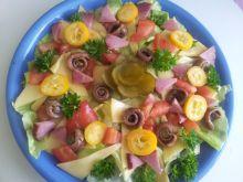 Sałata z anchovies z kaparami, kumkwatem żywiecką