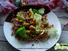 Sałata z cieciorka i oliwkami