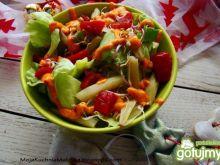 Sałata z fasolką i sosem chilli