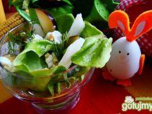 Sałata  z fetą ,nashi i śliwką