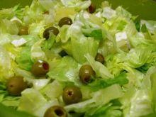 Salata z feta oliwkami i ananasem