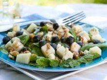 Sałata z gorgonzolą i orzechami