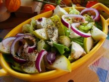 Sałata z gruszką i olejem lnianym