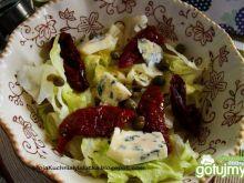 Sałata z kaparami , pomidorami i serem