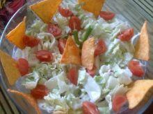 Sałata z kozim serem i chipsami tacos