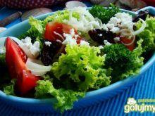 Sałata z kozim serem i suszoną śliwką