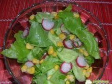 Sałata z kukurydzą i rzodkiewką