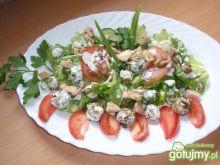 Sałata z kurczakiem i kulkami  serowymi