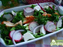 Sałata z łososiem wędzonym i rzodkiewką
