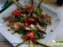 Sałata z makrelą i kiełkami  rzodkiewki