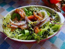Sałata z marynowanym łososiem