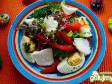 Sałata z mozzarelą i kiełkami rzodkiewki