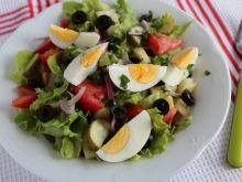 Sałata z ogórkiem małosolnym i oliwkami
