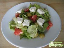Sałata z oliwkami i serem feta