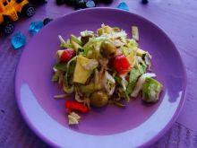 Sałata z oliwkami i sosem z octem balsamicznym
