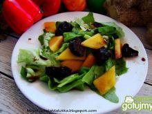 Sałata z owocami i octem balsamicznym