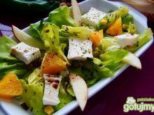 Sałata  z pomarańcza i serem pleśniowym