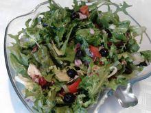 Sałata z pomidorami i oliwkami