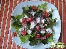 Sałata z pomidorami i serem twarogowym