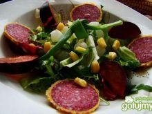 Sałata z salami z parmezanem