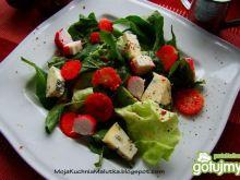 Sałata z truskawkami i niebieskim serem