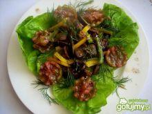 Sałata z wątróbką i pomidorkami