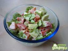 Sałata zielona z pomidorami i ogórkami