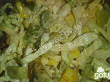 Sałatka a la gyros z serem i szalotką