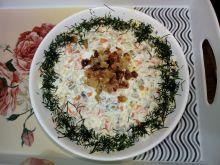 Sałatka a'la jarzynowa z pekinką i cebulką prażoną