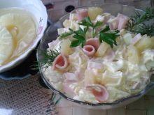 Sałatka ananasowa z selerem i szynką
