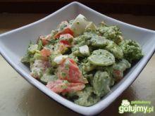 Sałatka brokułowa z bobem