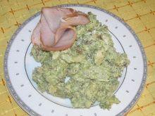 Sałatka brokułowa z kurczakiem
